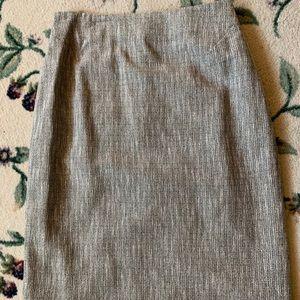 Beautiful Dana Buchman Black label tailored skirt